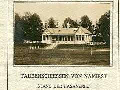 Fotografie bývalé střelnice v zámecké oboře z oficiálního programu střelby na holuby dne 18. 6. 1914.