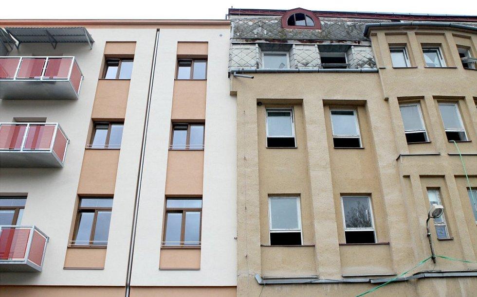 Slavnostního otevření nových borovinských bytů Na hradě se ujal starosta Třebíče Pavel Heřman se senátorem Vítězslavem Jonášem. Okamžitě poté se lidé vydali na prohlídku sedmadvaceti jednotek.