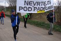 Čtvrteční besedu v Budišově vystřídal v sobotu v lokalitě Horka na severu Třebíčska pochod proti výstavbě úložiště. Na trasu s cílem mezi Budišovem a Náramčí se vydali i demonstranti z Hodova.