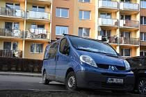 """Najít místo k odstavení vozidla v podvečer je na některých třebíčských sídlištích problém. Od prvního dubna na sídlištích nesmějí parkovat vozy kategorie """"N""""."""