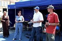 Den s Deníkem probíhal na moravskobudějovickém náměstí. Každý se mohl příchozí zapojit do soutěže o novou Škodu Fabii.