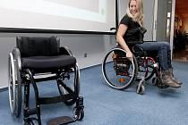 Jana Hanová dostala nový speciální vozík. Vyrobili jej v Dánsku a je dělaný přesně na míru pro Janu.