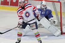 Oku lahodící hokejovou podívanou nabídl duel týmů ze špičky tabulky mezi třebíčskou juniorkou (v bílém) a Kolínem.