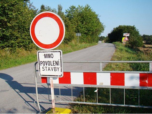 Zavřená silnice u Hroznatína