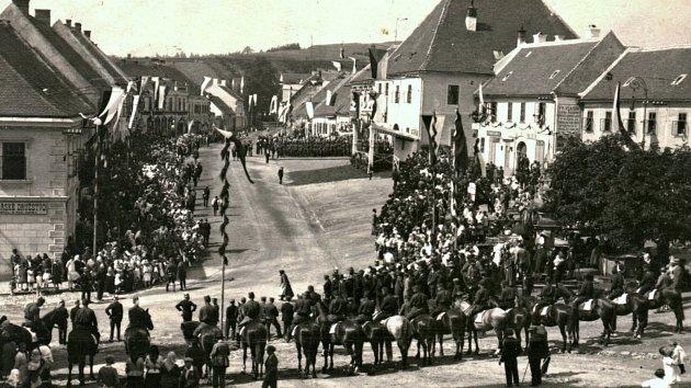 Oslavy příjezdu T. G. Masaryka, Náměšť nad Oslavou, náměstí, 13. 6. 1928.
