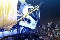 Na frekventované kasárenské křižovatce u Markvartic se v úterý po šesté hodině večer srazily dva kamiony.