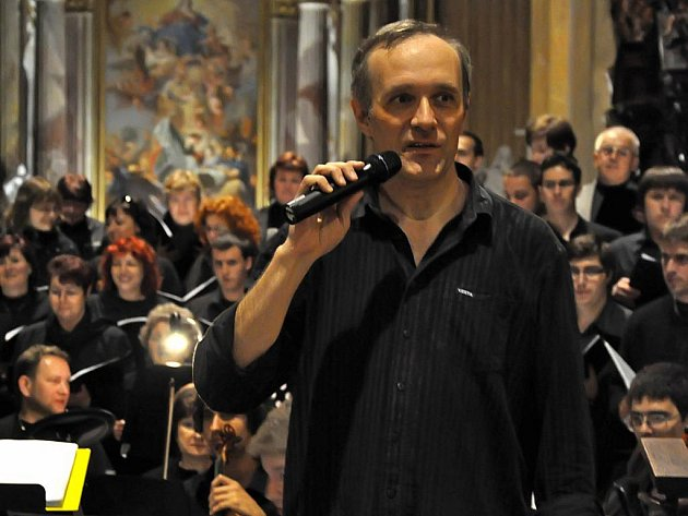Dirigent Karel Tomek se po koncertu Harmonia laudes vrhl na další zajímavý projekt. Do realizace Mozartova Requiem se zapojila téměř stovka hudebníků a zpěváků.