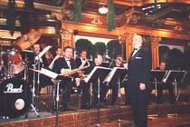 Václav Hybš a jeho orchestr.