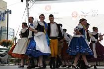 Všesokolského sletu v Praze se účastnil i Džbánek a Martínek.