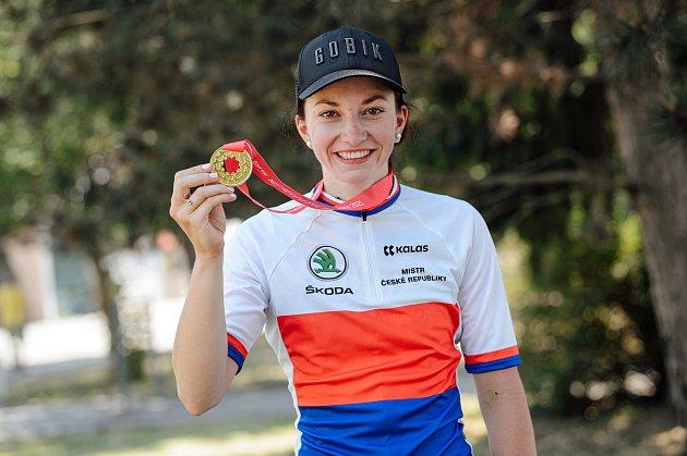 Cyklistka Tereza Neumanová se ovíkendu stala republikovou šampionkou. Tím si rovněž zajistila právo startu na olympijských hrách vTokiu.