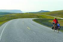 NA SEVER. Cyklocestovatel Martin Vítek vyrazil na pomyslný vrchol starého kontinentu, na mys Nordkapp. Díky nádhernému počasí si mohl vychutnat krásy Lofotských ostrovů.