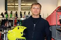 Martin Rigó v nové prodejně pro motorkáře v Třebíči.