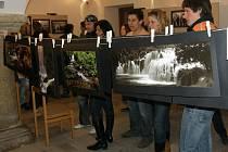 Výstava fotofandů, tak se jmenuje výstava amatérských fotografů v Zámeckých konírnách v Moravských Budějovicích.
