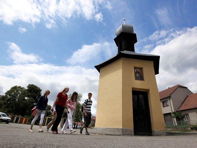 Vesnicí roku 2009 kraje Vysočina se stala obec Hluboké u Náměště nad Oslavou.