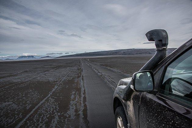 """20. Potom vás nemůže překvapit fakt, že Islanďané berou jako samozřejmost to, nad čím nám """"racionálním"""" Evropanům zůstává rozum stát. Že jsou věci mezi nebem a zemí. Jeden islandský spisovatel řekl, že Island je země, kde kameny mluví a hory mají svou duš"""