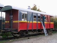Pokud by chtěl někdo s opravou vlaků pomoci ať už darem či brigádně může spolek kontaktovat přes kontakty na webové stránce.
