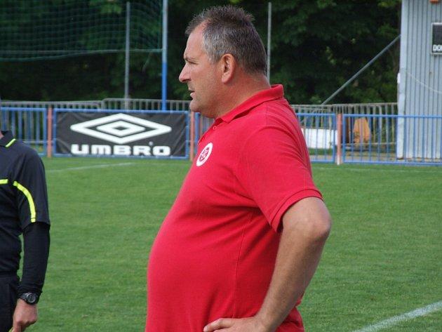 Výkonný ředitel HFK Třebíč Pavel Němec se kromě svých hlavních funkcionářských prací věnuje rovněž trénování. V I. A třídě koučuje rezervu třetiligového celku mužů.
