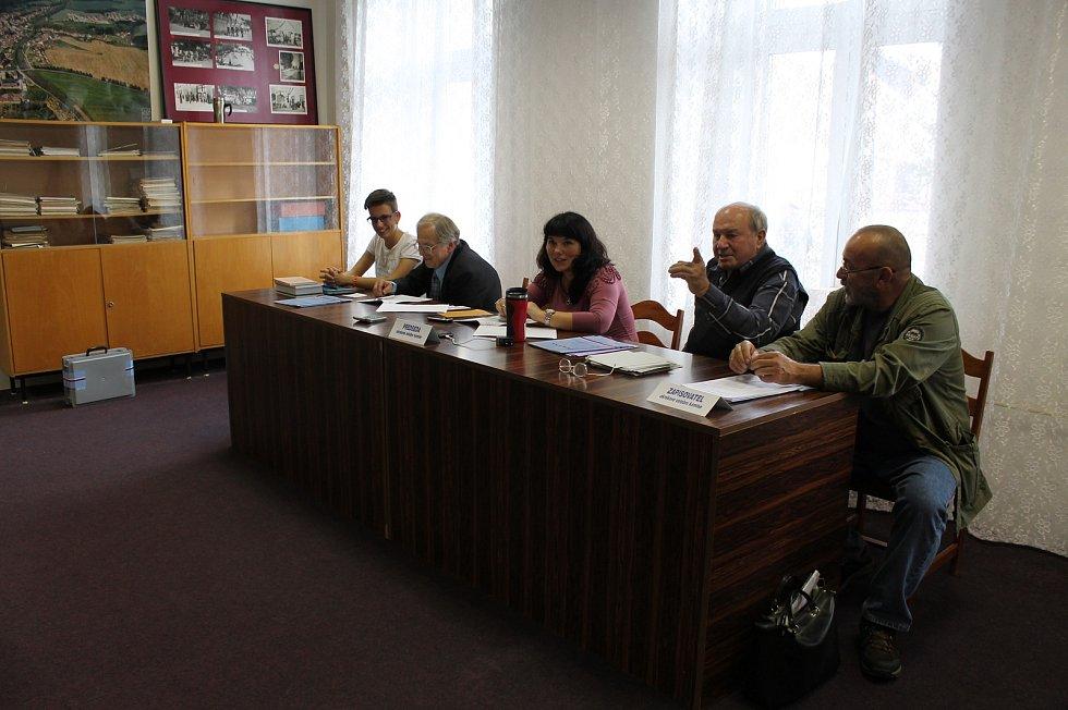 Ve volebním obvodu Vladislav může k volební urně přijít 756 oprávněných voličů.