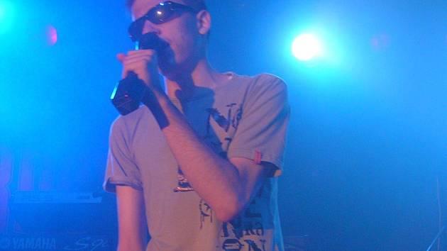Stálým hostem na pódiích v letošním roce je nevidomý zpěvák David Pražák z Brtnice.