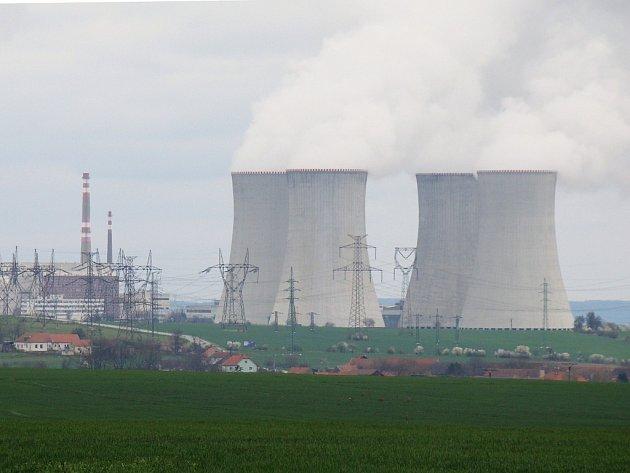 Nejvíce kritiků dalšího rozvoje elektrárny Dukovany se v poslední době ozývá ze Slavětic, která s podnikem na výrobu elektřiny přímo sousedí.