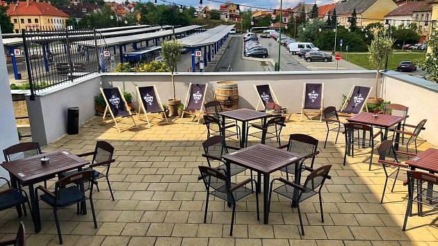 Adam´s bar začal fungovat na autobusovém nádraží v Třebíči v létě 2019.