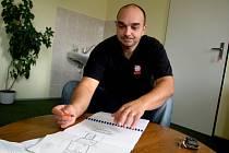 IVO VÍTEK. Denně se on i jeho spolupracovníci z K–centra Noe v Třebíči setkávají s beznadějí, do které upadají uživatelé drog.