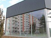 Dlouhé roky opuštěná budova bývalé Hypernovy ve Znojemské ulici v Třebíči se znovu otevře. Za tři týdny si v ní první zákazníci budou moci koupit elektroniku nebo zahradní techniku.