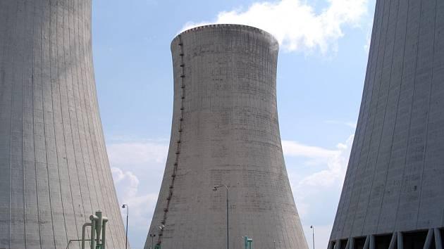 Jedna zchladicích věží dukovanské jaderné elektrárny po rekonstrukci.