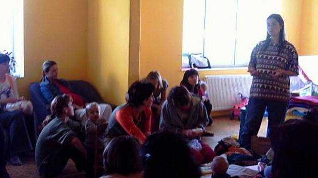 Pracovníci klubu Barák pomohou náctiletým řešit jejich osobní problémy.