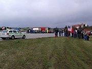 První a druhá část konvoje jedoucího přes Vysočinu již dorazila na parkoviště u bývalého motorestu u Stránecké Zhoře. Přišly se tam na ně podívat více než dvě stovky lidí.