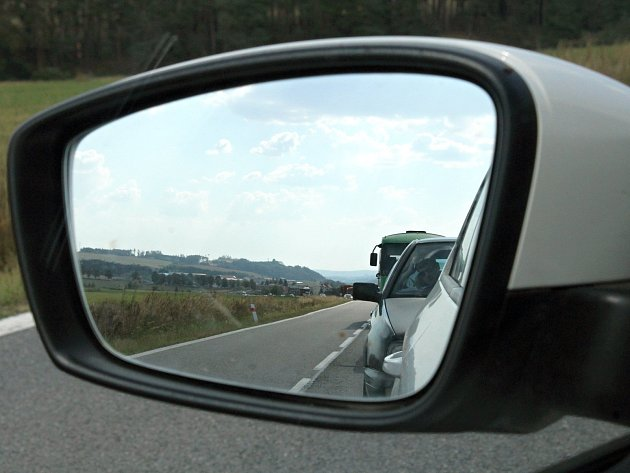 Řidiče zastaví ve Vladislavi semafory na dvou místech.