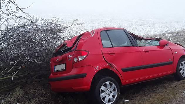 Nehody se staly téměř ve stejnou chvíli. Zranilo se při nich šest lidí