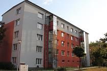 Nový výtah si užívají obyvatelé cihlového bytového domu v Družstevní ulici v Třebíči.