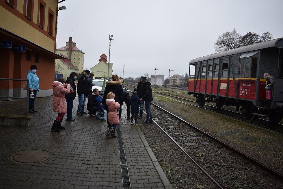 V sobotu dopoledne si jemničtí skauti přijeli pro Betlémské světlo do Moravských Budějovic.