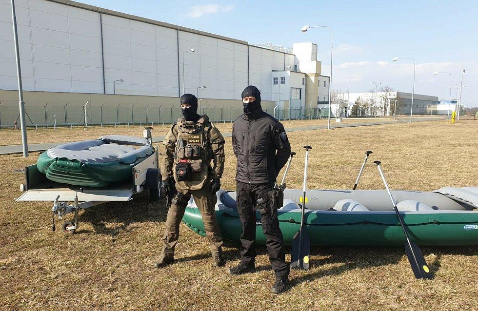 Díky penězům z Nadace ČEZ mají policisté z dukovanské elektrárny novou výbavu.