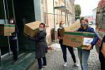 Respirátory dorazily v pátek z Jihlavy do Třebíče.