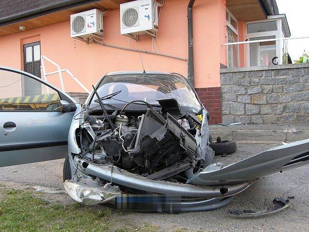 DVA MRTVÍ. Tragická nehoda se stala v neděli na Třebíčsku. Dva fotbalisté, kteří jeli ze zápasu, při ní zemřeli. Příčina se vyšetřuje.