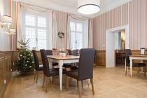 Restaurace na zámku v Dukovanech je již částečně přístupná veřejnosti. Otevírá v sobotu a pátek večer.