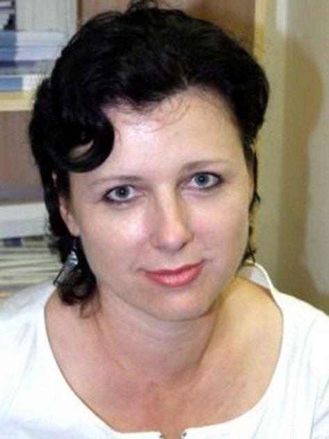 Věra Jourová (43) je bývalá náměstkyně ministra pro místní rozvoj. V letech 2001 – 2003 pracovala jako vedoucí odboru regionálního rozvoje Krajského úřadu kraje Vysočina. Předtím působila v Třebíči, mimo jiné jako tajemnice městského úřadu. Žije v Praze.