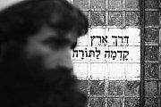 Jedna z fotografií Elišky Blažkové. Autorka na nich v Třebíči představí prostředí ultraortodoxní židovské komunity Izarele.