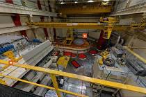 Jaderná elektrárna nechá návštěvníky nahlédnout i do reaktorového sálu.