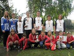Mladší a starší žáci po úspěšné soutěži  v Hrotovicích 2010.
