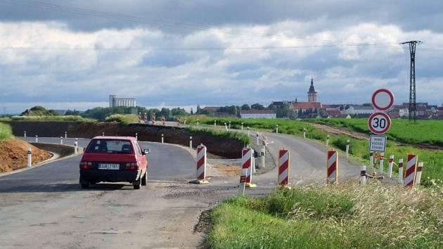 Do Krnčic a potom dál na Bítov se v Moravských Budějovicích už nebude odbočovat z kruhového objezdu, ale z výpadovky na Jemnici.