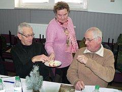 Degustaci jablek a brambor pořádají třebíčští zahrádkáři pravidelně.