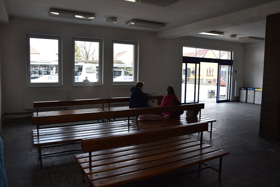 Současná podoba čekací haly. Interiér výpravní haly se změní k nepoznání.