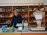 Příštpo si samo přes dvacet let provozuje vlastní obchod ve společném objektu s obecním úřadem. Obec tam zaměstnává prodavačku Ivanu Špačkovou.