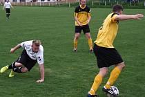 Zápas mezi Výčapami a rezervou Náměště-Vícenic (u míče) rozhodla jedna branka, kterou dali domácí.