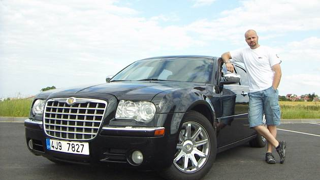 Milan Číž a jeho Chrysler 300 C.