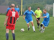 Fotbalový zápas mezi katolickými kněžími z Čech a z Moravy v Pyšele.