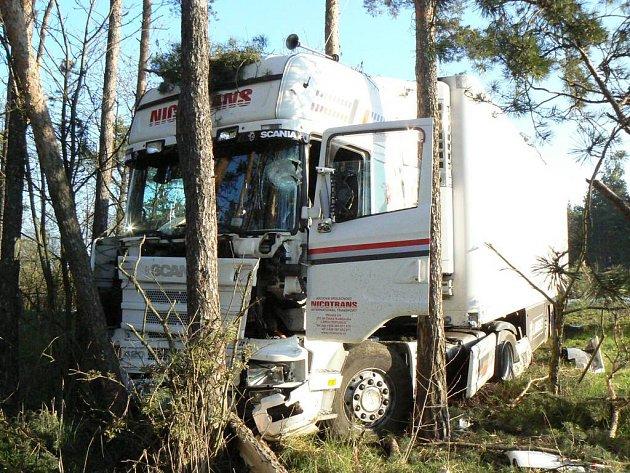 Nehoda kamionu u obce Studenec na Třebíčsku